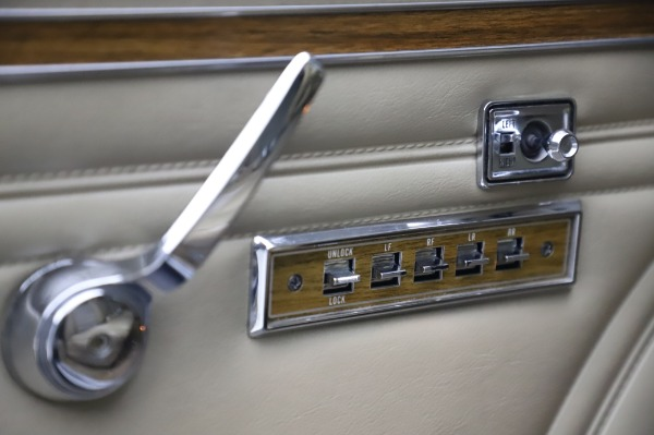 Used 1991 Jeep Grand Wagoneer for sale $89,900 at Pagani of Greenwich in Greenwich CT 06830 22