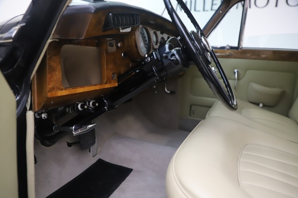 Used 1965 Rolls-Royce Silver Cloud III for sale $99,900 at Pagani of Greenwich in Greenwich CT 06830 18