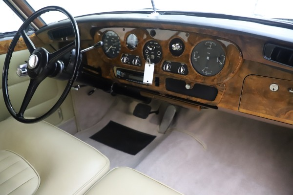 Used 1965 Rolls-Royce Silver Cloud III for sale $99,900 at Pagani of Greenwich in Greenwich CT 06830 25