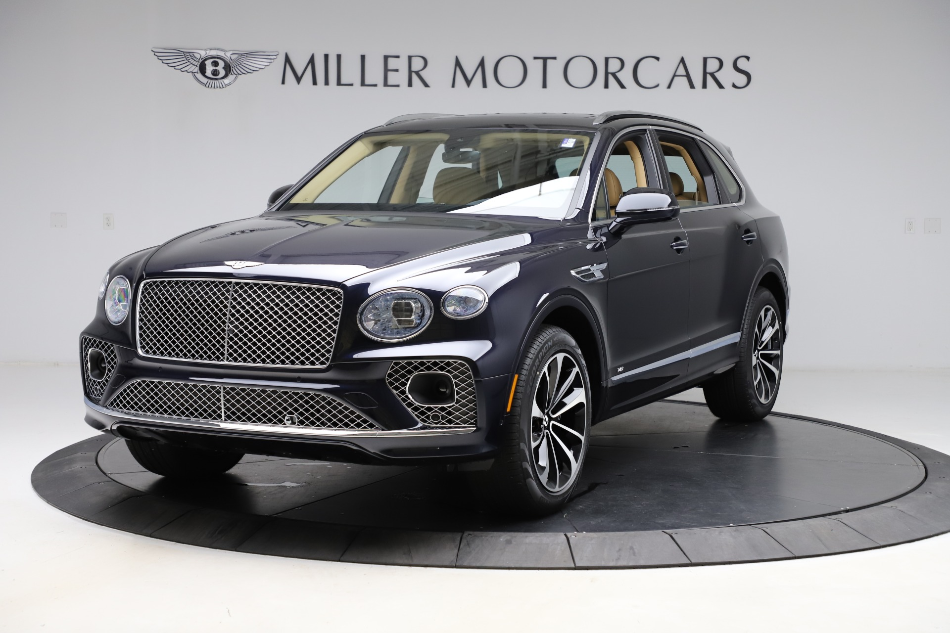 New 2021 Bentley Bentayga V8 for sale $209,755 at Pagani of Greenwich in Greenwich CT 06830 1