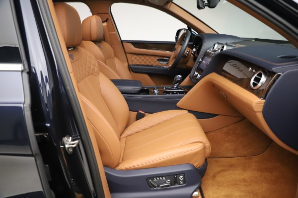 Used 2018 Bentley Bentayga W12 Signature Edition for sale $159,900 at Pagani of Greenwich in Greenwich CT 06830 25