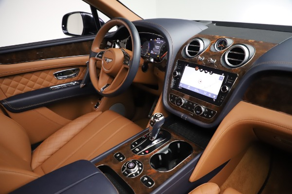 Used 2018 Bentley Bentayga W12 Signature Edition for sale $159,900 at Pagani of Greenwich in Greenwich CT 06830 28