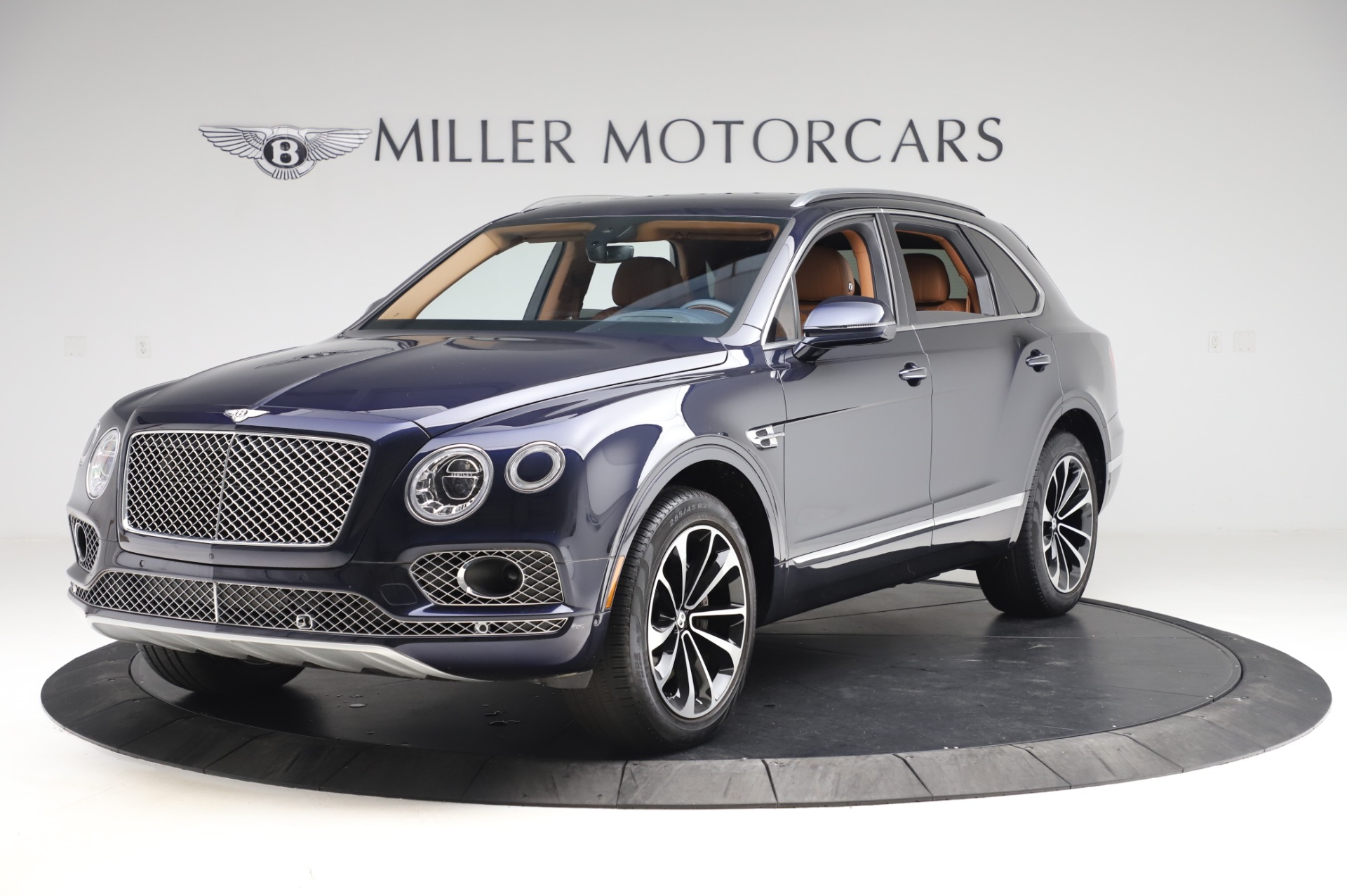 Used 2018 Bentley Bentayga W12 Signature Edition for sale $159,900 at Pagani of Greenwich in Greenwich CT 06830 1