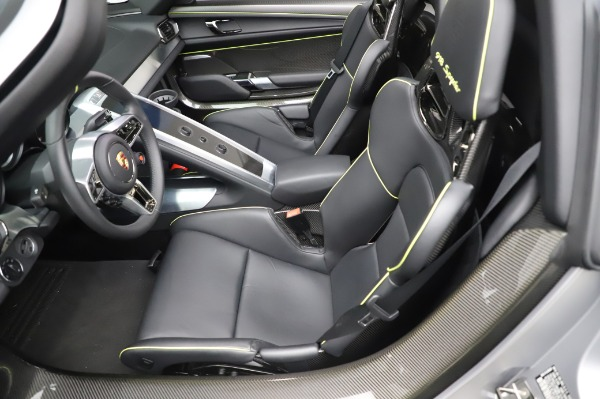 Used 2015 Porsche 918 Spyder for sale $1,355,900 at Pagani of Greenwich in Greenwich CT 06830 23
