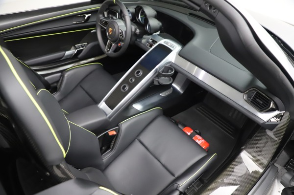 Used 2015 Porsche 918 Spyder for sale $1,355,900 at Pagani of Greenwich in Greenwich CT 06830 28