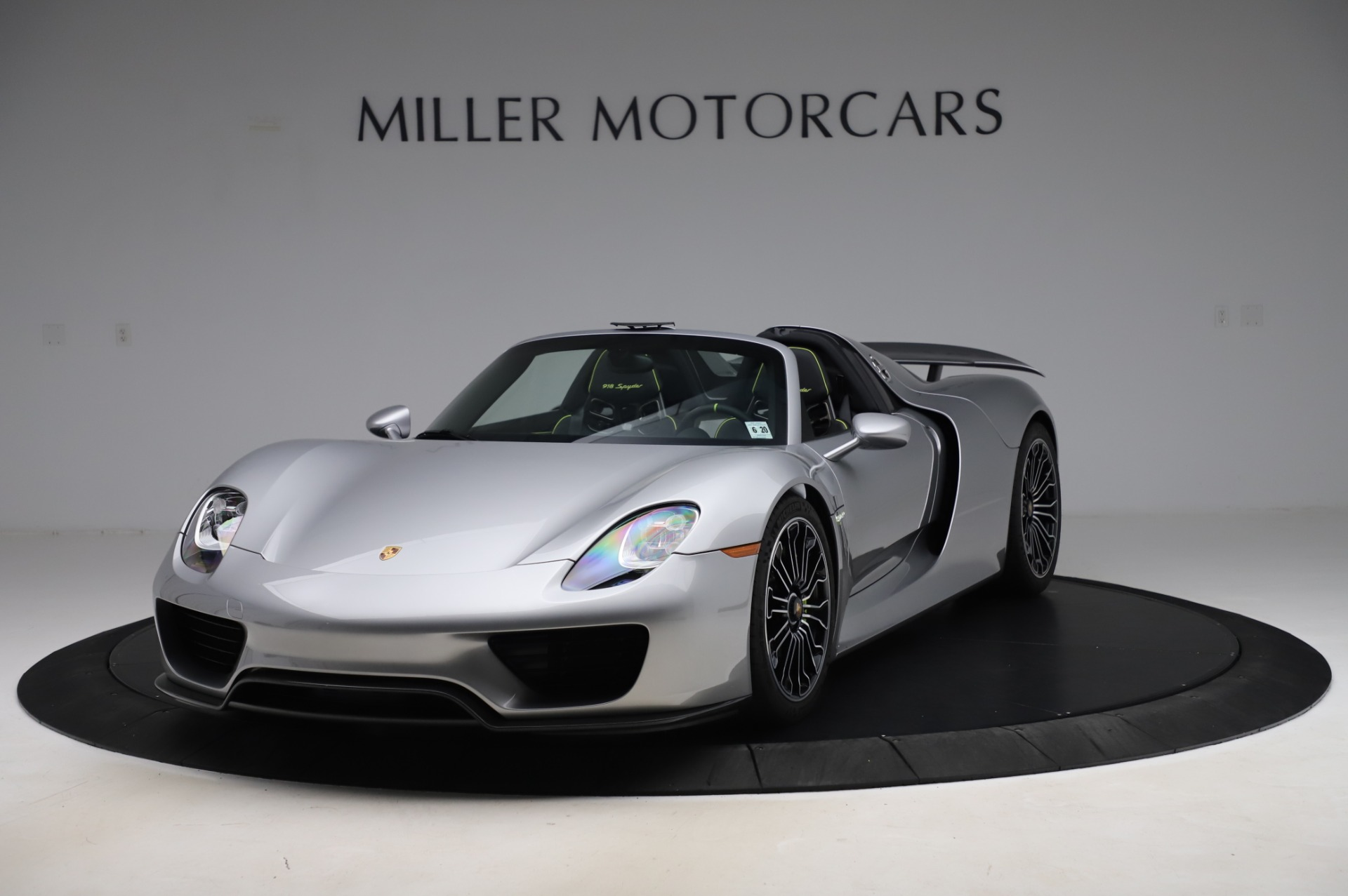 Used 2015 Porsche 918 Spyder for sale $1,355,900 at Pagani of Greenwich in Greenwich CT 06830 1