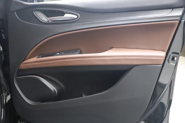 New 2020 Alfa Romeo Stelvio Q4 for sale $49,045 at Pagani of Greenwich in Greenwich CT 06830 24