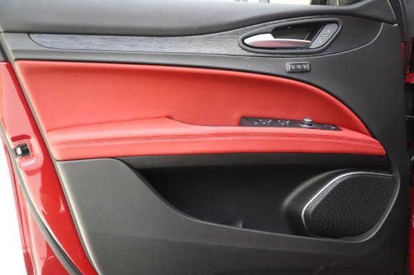 New 2020 Alfa Romeo Stelvio Sport Q4 for sale $50,195 at Pagani of Greenwich in Greenwich CT 06830 17