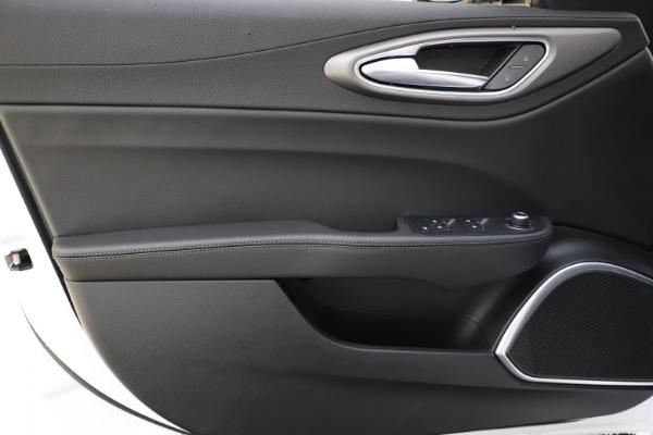 New 2020 Alfa Romeo Giulia Sport Q4 for sale $45,345 at Pagani of Greenwich in Greenwich CT 06830 17