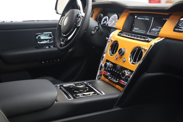 New 2021 Rolls-Royce Cullinan for sale $372,725 at Pagani of Greenwich in Greenwich CT 06830 17
