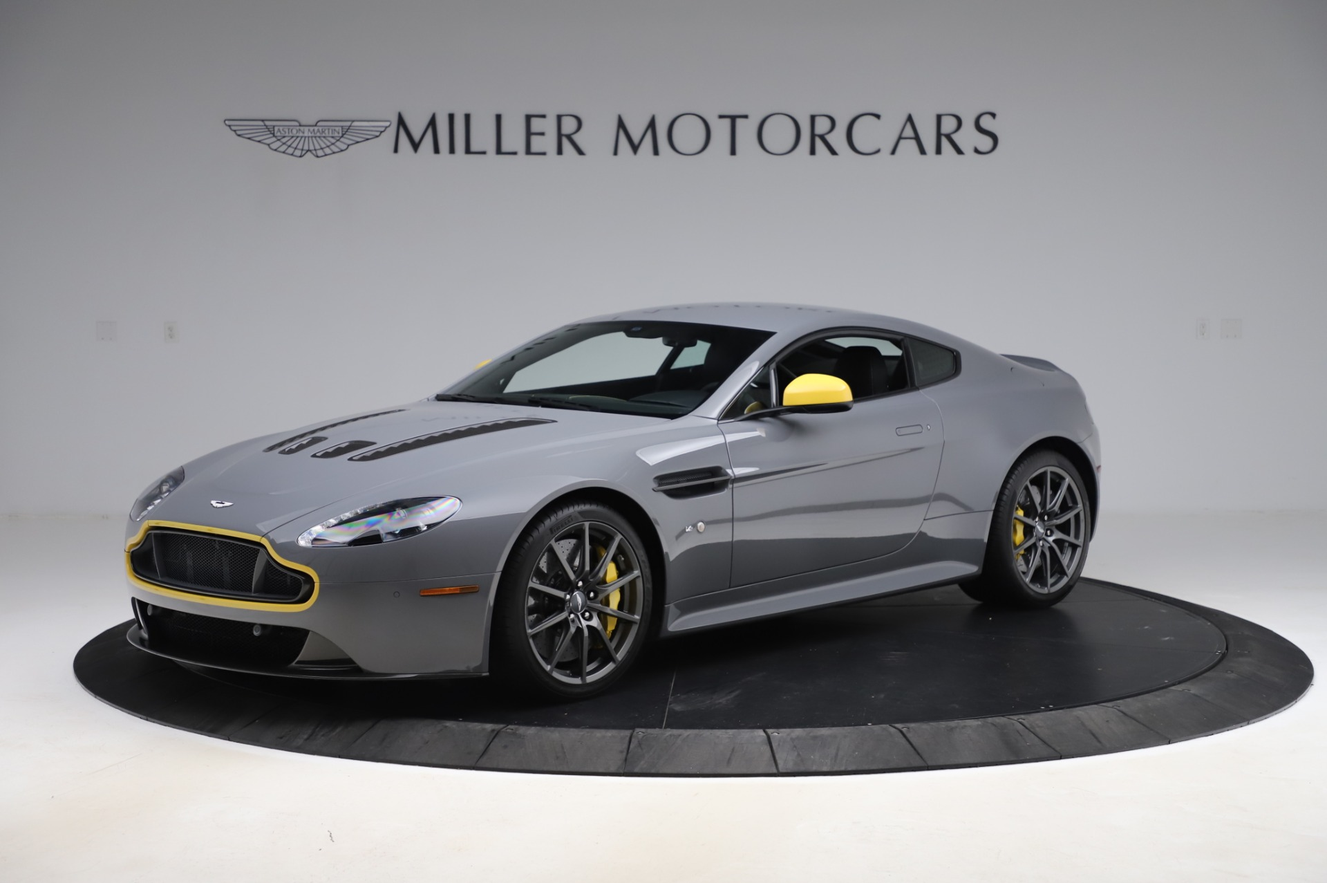 Used 2017 Aston Martin V12 Vantage S for sale $185,900 at Pagani of Greenwich in Greenwich CT 06830 1