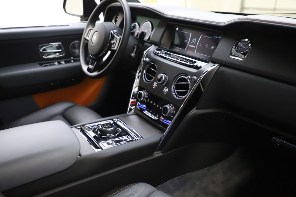 Used 2019 Rolls-Royce Cullinan Base for sale $349,900 at Pagani of Greenwich in Greenwich CT 06830 13