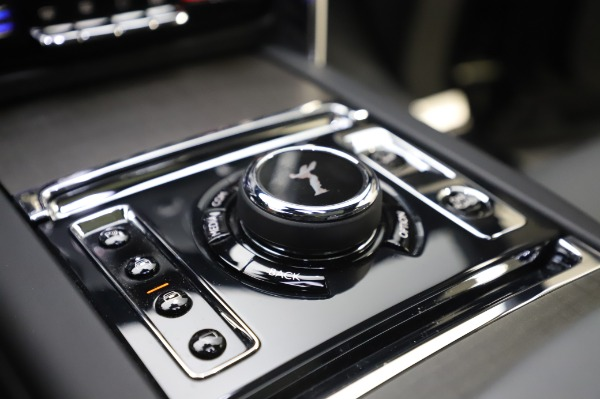 Used 2019 Rolls-Royce Cullinan Base for sale $349,900 at Pagani of Greenwich in Greenwich CT 06830 24