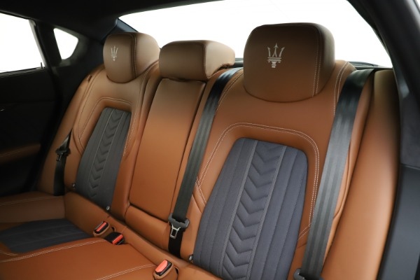 Used 2017 Maserati Quattroporte S Q4 GranLusso for sale Sold at Pagani of Greenwich in Greenwich CT 06830 18