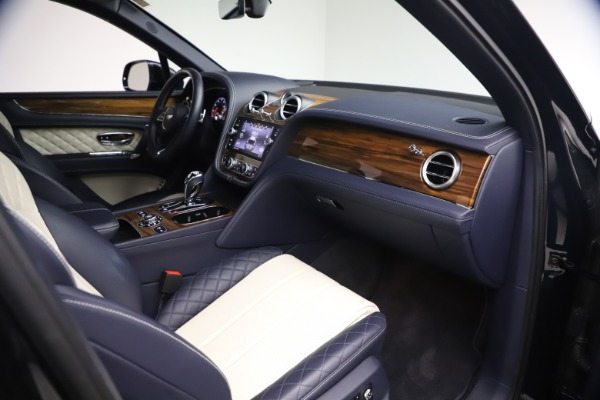 Used 2018 Bentley Bentayga W12 Signature for sale $154,900 at Pagani of Greenwich in Greenwich CT 06830 24