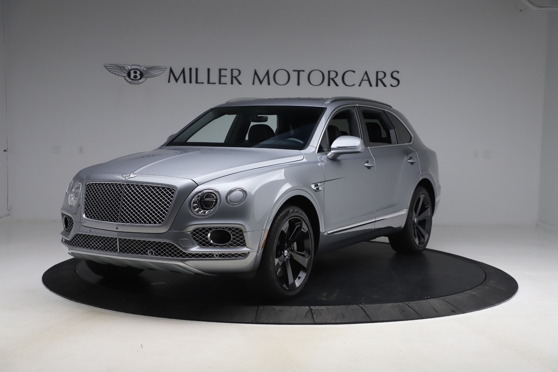 Used 2018 Bentley Bentayga W12 Signature for sale $149,900 at Pagani of Greenwich in Greenwich CT 06830 1