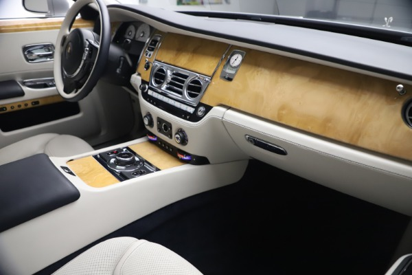 Used 2018 Rolls-Royce Ghost for sale $259,900 at Pagani of Greenwich in Greenwich CT 06830 17