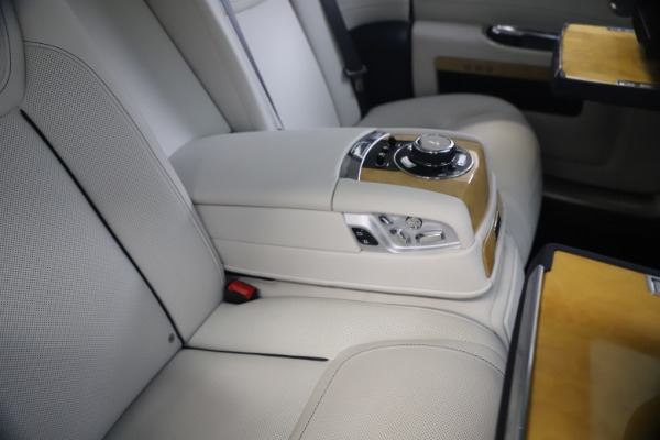 Used 2018 Rolls-Royce Ghost for sale $259,900 at Pagani of Greenwich in Greenwich CT 06830 24