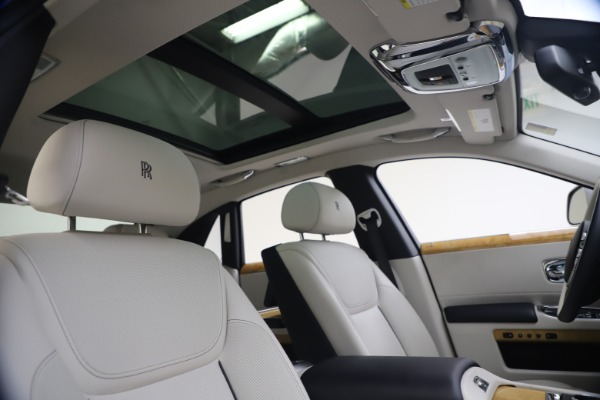 Used 2018 Rolls-Royce Ghost for sale $259,900 at Pagani of Greenwich in Greenwich CT 06830 28
