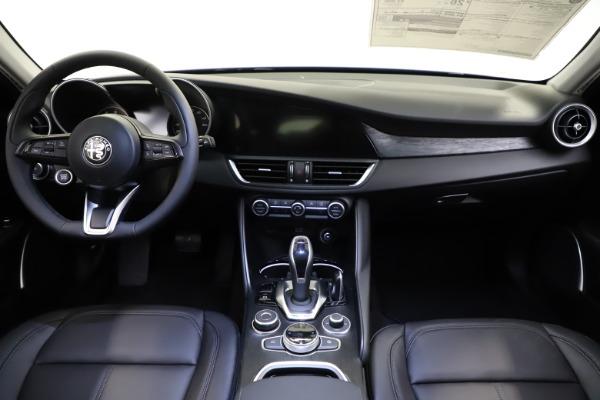 New 2021 Alfa Romeo Giulia Q4 for sale $46,800 at Pagani of Greenwich in Greenwich CT 06830 16
