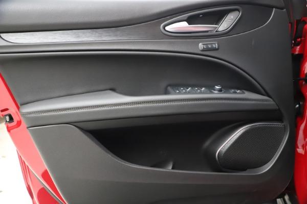 New 2021 Alfa Romeo Stelvio Q4 for sale $47,735 at Pagani of Greenwich in Greenwich CT 06830 17