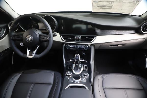 New 2021 Alfa Romeo Giulia Q4 for sale $45,140 at Pagani of Greenwich in Greenwich CT 06830 15