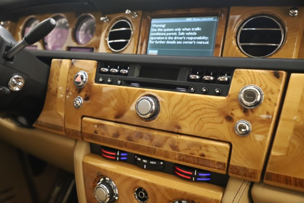 Used 2006 Rolls-Royce Phantom for sale $109,900 at Pagani of Greenwich in Greenwich CT 06830 25
