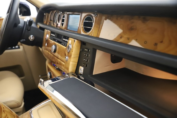 Used 2006 Rolls-Royce Phantom for sale $109,900 at Pagani of Greenwich in Greenwich CT 06830 28