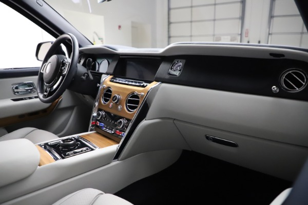 Used 2019 Rolls-Royce Cullinan for sale $349,900 at Pagani of Greenwich in Greenwich CT 06830 14