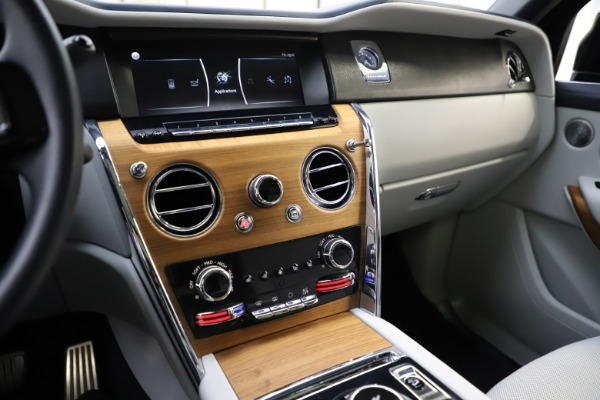 Used 2019 Rolls-Royce Cullinan for sale $349,900 at Pagani of Greenwich in Greenwich CT 06830 28