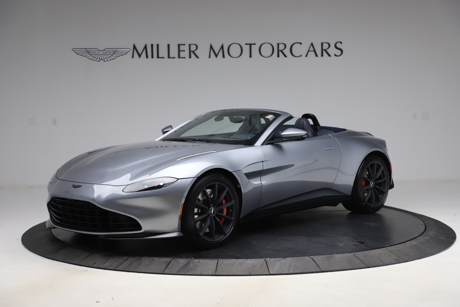 New 2021 Aston Martin Vantage Roadster Convertible for sale $199,285 at Pagani of Greenwich in Greenwich CT 06830 1