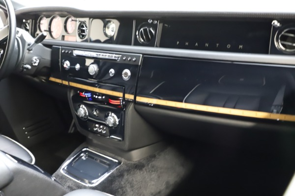 Used 2015 Rolls-Royce Phantom EWB for sale $299,900 at Pagani of Greenwich in Greenwich CT 06830 13