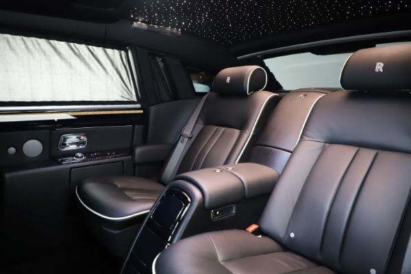 Used 2015 Rolls-Royce Phantom EWB for sale $299,900 at Pagani of Greenwich in Greenwich CT 06830 14