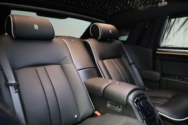 Used 2015 Rolls-Royce Phantom EWB for sale $299,900 at Pagani of Greenwich in Greenwich CT 06830 15