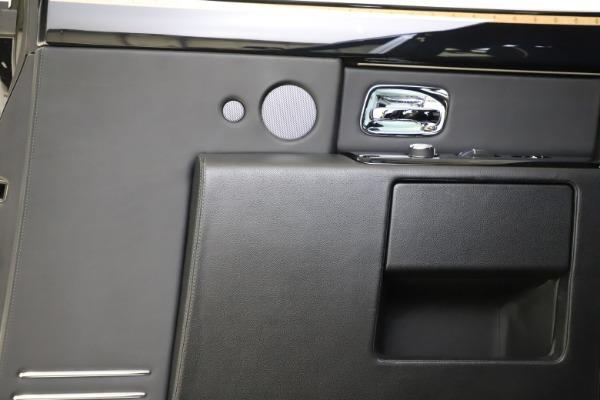 Used 2015 Rolls-Royce Phantom EWB for sale $299,900 at Pagani of Greenwich in Greenwich CT 06830 18