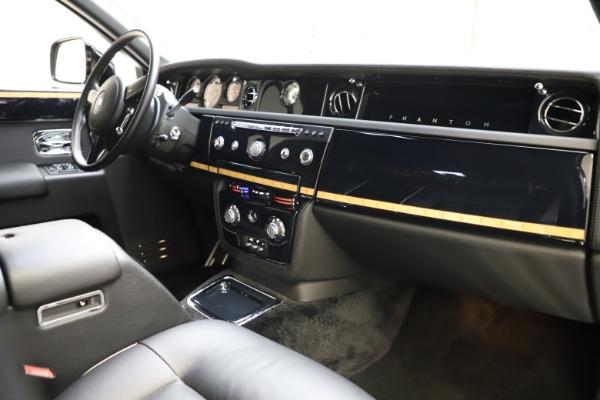 Used 2015 Rolls-Royce Phantom EWB for sale $299,900 at Pagani of Greenwich in Greenwich CT 06830 22