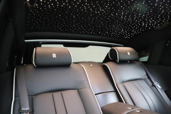 Used 2015 Rolls-Royce Phantom EWB for sale $299,900 at Pagani of Greenwich in Greenwich CT 06830 25