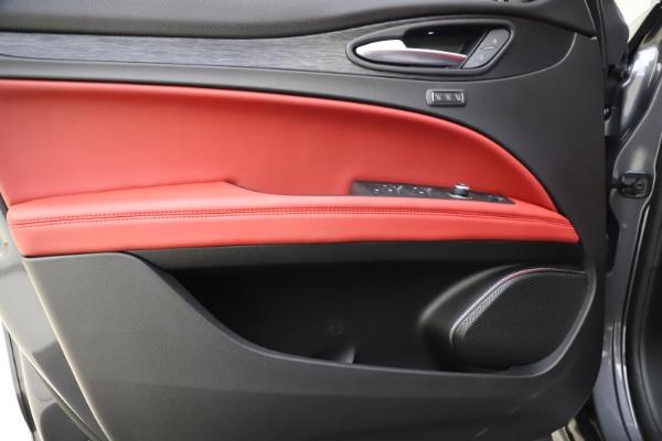 New 2021 Alfa Romeo Stelvio Q4 for sale $48,050 at Pagani of Greenwich in Greenwich CT 06830 17