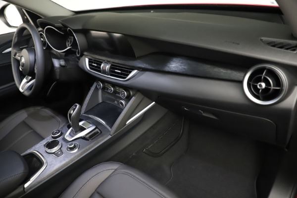 New 2021 Alfa Romeo Stelvio Q4 for sale $50,535 at Pagani of Greenwich in Greenwich CT 06830 21