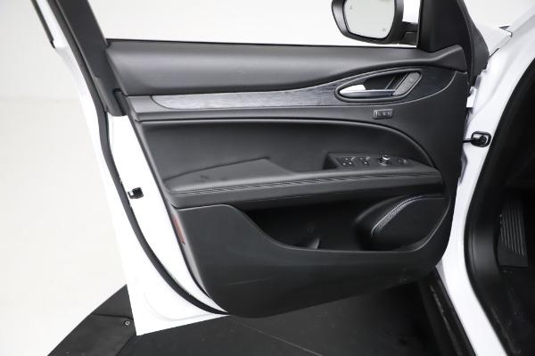New 2021 Alfa Romeo Stelvio Q4 for sale $49,785 at Pagani of Greenwich in Greenwich CT 06830 18