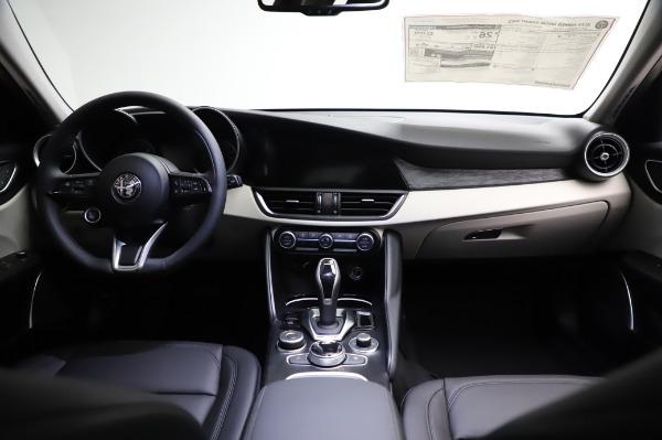 New 2021 Alfa Romeo Giulia Q4 for sale $46,895 at Pagani of Greenwich in Greenwich CT 06830 16