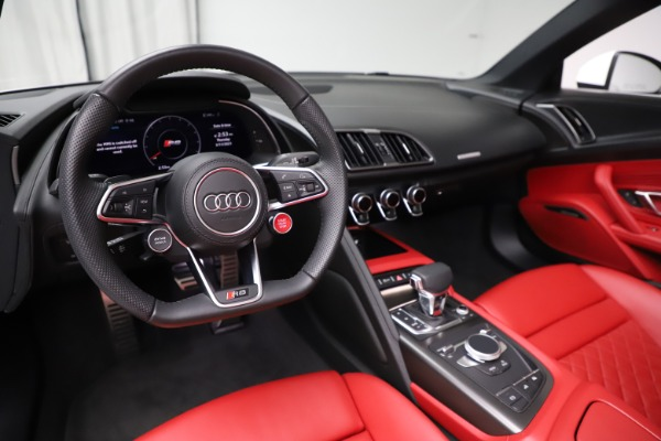 Used 2018 Audi R8 Spyder for sale $154,900 at Pagani of Greenwich in Greenwich CT 06830 19