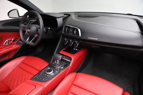 Used 2018 Audi R8 Spyder for sale $154,900 at Pagani of Greenwich in Greenwich CT 06830 25