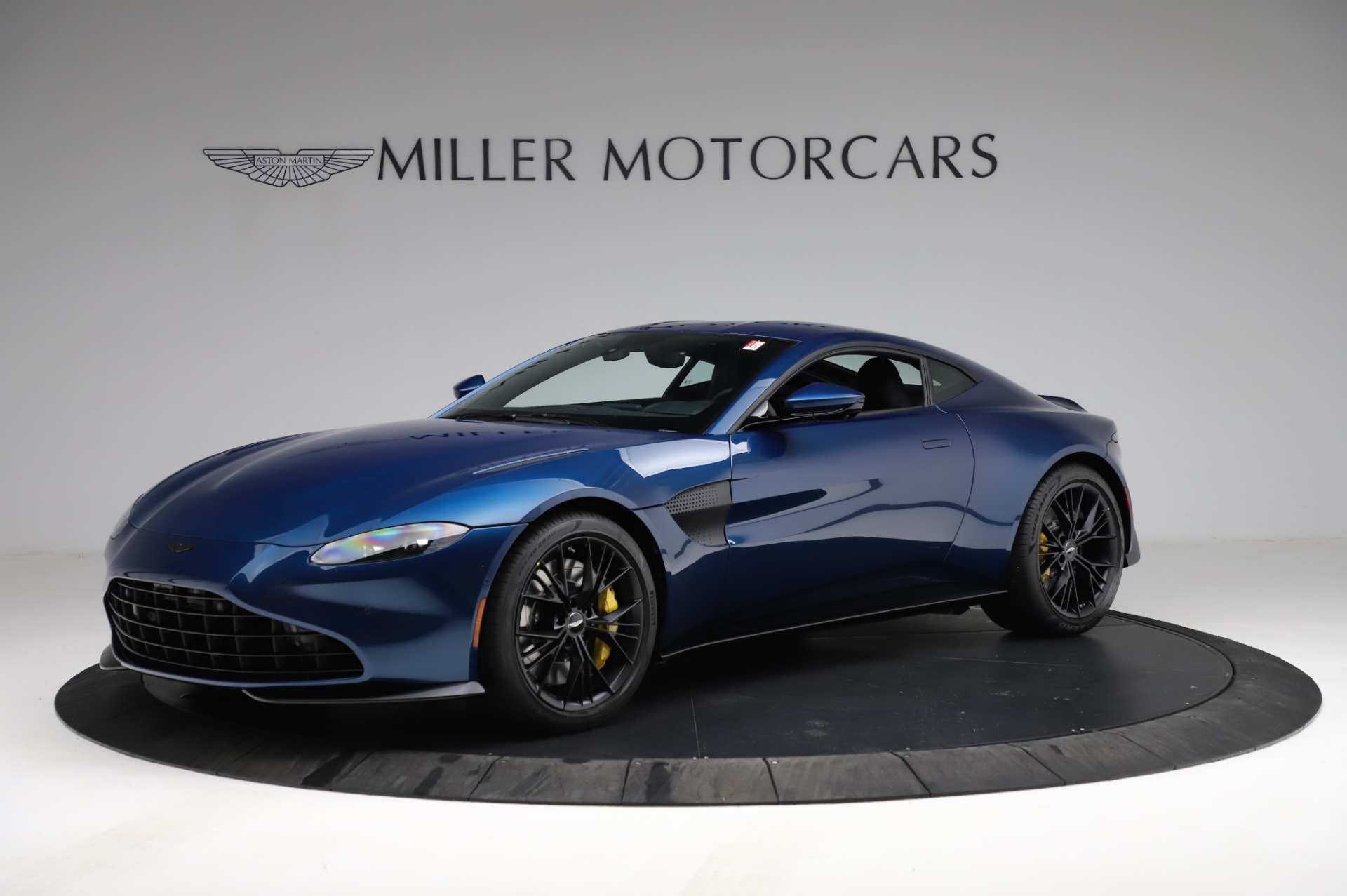 New 2021 Aston Martin Vantage Coupe for sale $179,386 at Pagani of Greenwich in Greenwich CT 06830 1