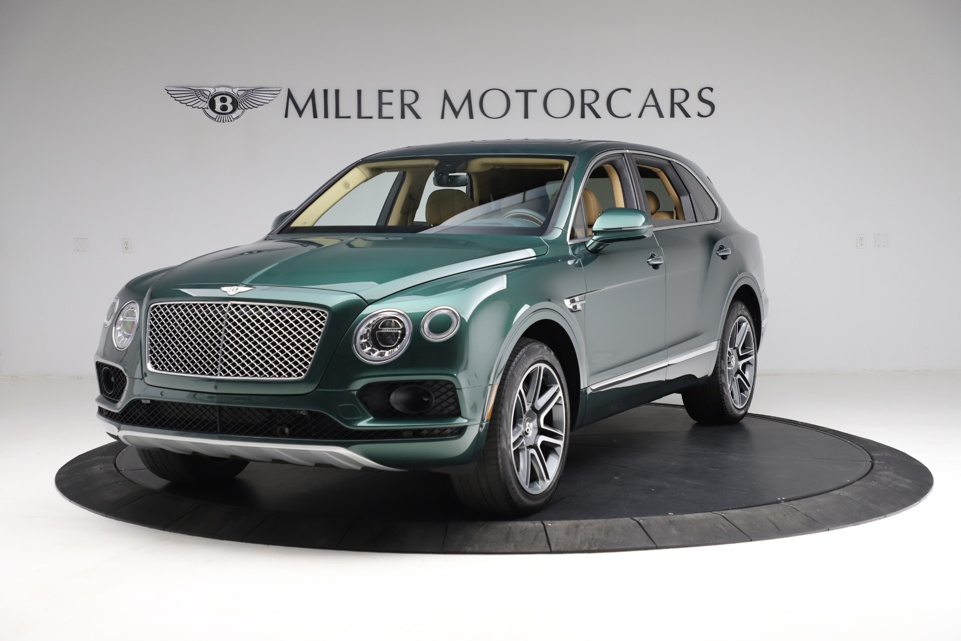Used 2018 Bentley Bentayga W12 Signature for sale $159,900 at Pagani of Greenwich in Greenwich CT 06830 1