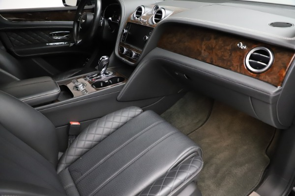 Used 2018 Bentley Bentayga W12 Signature for sale $153,900 at Pagani of Greenwich in Greenwich CT 06830 25