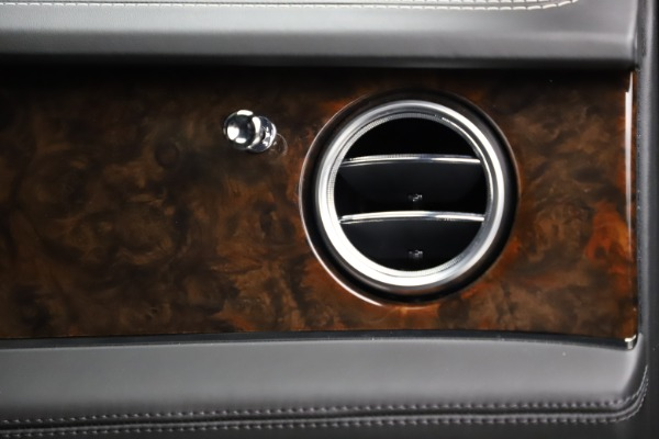 Used 2018 Bentley Bentayga W12 Signature for sale $153,900 at Pagani of Greenwich in Greenwich CT 06830 26