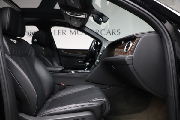 Used 2018 Bentley Bentayga W12 Signature for sale $153,900 at Pagani of Greenwich in Greenwich CT 06830 27