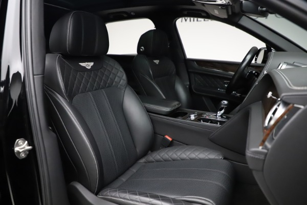 Used 2018 Bentley Bentayga W12 Signature for sale $153,900 at Pagani of Greenwich in Greenwich CT 06830 28