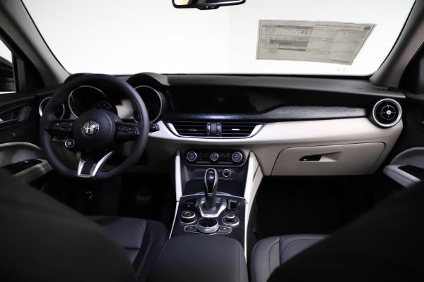 New 2021 Alfa Romeo Stelvio Q4 for sale $50,245 at Pagani of Greenwich in Greenwich CT 06830 16